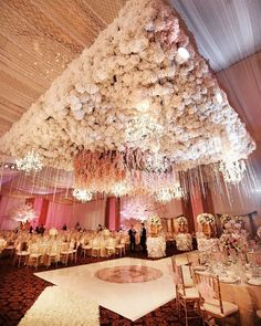 This wedding decor is magical✨ Congratulations to Nicka & David💕 Double tap & TAG a bride to be!🥰 . . Photo by @axioo  Venue @themuliabali  Flowers & Decor by Lavender Decor
