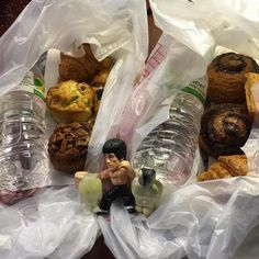 Some drop offs for my commute home.. Nice pastries and croissants with some water and napkins. #bethechangeyouwanttoseeintheworld  #teambabybruce #fattyaproved #lfmfamigaf #adventureswithlittlebigfoot #litttlebigfootbelievesinyou #luckyfatmansupportgroup #luckyfatmansociety #thefatbeardrenaissance by nunnothe1