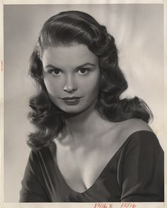 Susan Harrison - Smell Of Success April Cthulhu, Classic Hollywood, Old Hollywood, Zone Telechargement, Floral Park, Love Scenes, Portraits, Alfred Hitchcock, Film