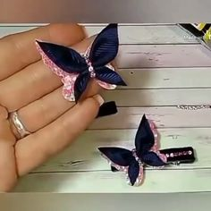 DIY butterfly on duck& beak-Borboleta DIY no bico de pato - Diy Hair Bows, Making Hair Bows, Diy Bow, Diy Ribbon, Ribbon Crafts, Paper Flowers Diy, Fabric Flowers, Diy Papillon, Borboleta Diy