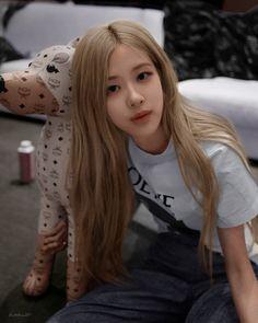 My pinky punk girl Kim Jennie, Kpop Girl Groups, Kpop Girls, Rose Icon, Rose Park, Kim Jisoo, Blackpink Photos, Blackpink Fashion, Park Chaeyoung