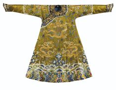 869995ed9 Rare robe brodée en soie Dynastie Qing, XVIIIE siècle   lot   Sotheby's  Dynastie Qing