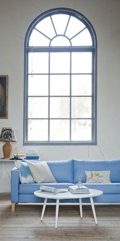 Captivating Blaues Sofa Hellblau Weiße Wände Hölzerner Bodenbelag Idea
