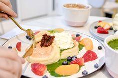 How Do Japanese Pancakes Get So Fluffy? - Do you want to know how do Japanese pancakes get So Fluffy? Savory Pancakes, Homemade Pancakes, Fluffy Pancakes, Buttermilk Pancakes, Banana Pancakes, Japanese Pancake, American Pancakes, Chocolate Chip Pancakes, Cake Photography