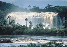 El Parque Nacional Canaima es un parque nacional localizado en el Estado Bolívar/Venezuela. Fue instaurado el 12 de junio de1962 y declarado Patrimonio de la Humanidad por la Unesco en el año 1994.