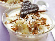 Bananen-Kokos-Dessert mit weißer Schokolade | http://eatsmarter.de/rezepte/bananen-kokos-dessert-mit-weisser-schokolade