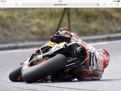 I've got this!!!!! Can't believe he actually saved this crash. Marquez = no1 Alien