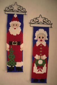 banner - Santa y Petra Christmas Perler Beads, Beaded Christmas Ornaments, Pony Bead Crafts, Beaded Crafts, Peyote Patterns, Beading Patterns, Cute Christmas Decorations, Beaded Banners, Christmas Sewing