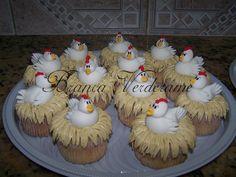 Bolos Decorados para Casamento,Bodas,Debutantes e Anivesários Farm Animal Cakes, Farm Animal Party, Farm Themed Party, Barnyard Party, Horse Birthday Parties, Farm Birthday, Farm Cookies, Cupcake Cookies, Bird Party