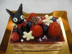 魔女の宅急便のジジ付きケーキ - Jiji's Cake http://www.patisserie-concent.jp/blog/2011/11/post_354.html #jiji cake