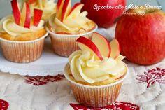 Prepariamo insieme questi golosissimi dolcetti. I Cupcakes alle Mele con crema al burro sono davvero golosissimi e facili da fare.