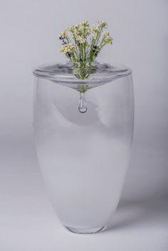 Zdeňka Fusková, Urna Příběh v kapce, vase, glass, zdroj: Design Cabinet #design #czechdesign