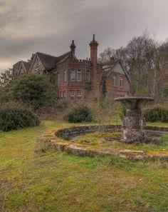 Resultado de imagen para palacios abandonados europa-pinterest