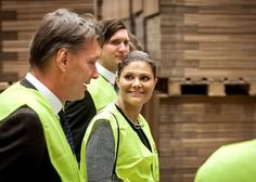 Crown Princess Victoria continued her visit to Västergötland. She visited the city of Skara where she went to take a look at the warehouse store Jula. Later today, she is also expected to attend the Swedish Lottakårs National Conference for its 90th Anniversary in Skovde.