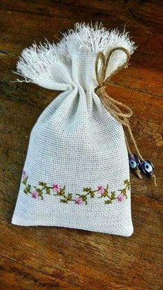 This Pin was discovered by edi Cross Stitch Embroidery, Hand Embroidery, Cross Stitch Patterns, Floral Embroidery Patterns, Burlap Bags, Palestinian Embroidery, Swedish Weaving, Lavender Bags, Needlework