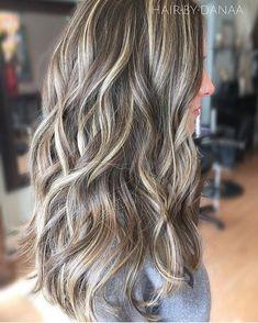 Blonde Balayage Highlights, Dark Hair With Highlights, Balayage Hair, Platinum Highlights, Highlight And Lowlights, Bronde Haircolor, Beige Blonde, Brown Blonde Hair, Grey Hair