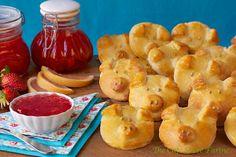 The Café Sucré Farine: French Piggies (Croissants) Rolls ............... for a British Herd!