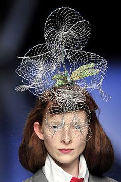 Alexander McQueen at Paris Fashion Week Spring 2008 - Details Runway Photos Face Jewels, Renaissance Costume, Metal Fashion, Cocktail Hat, Haute Couture Fashion, Fashion Sketches, Headdress, Timeless Fashion, Alexander Mcqueen