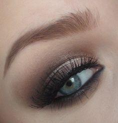 Natural smokey eye make-up