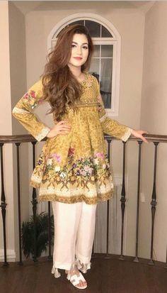 Pakistani Frocks, Simple Pakistani Dresses, Pakistani Fashion Casual, Indian Fashion Dresses, Dress Indian Style, Pakistani Dress Design, Indian Designer Outfits, Pakistani Outfits, Indian Outfits