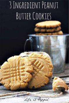 Just one bite and you are going to love these perfect 3 ingredient peanut butter cookies! Delicious, quick and easy peanut butter cookies Homemade Peanut Butter Cookies, Low Carb Peanut Butter, Nigella Lawson, Cookie Recipes, Dessert Recipes, Desserts, Keto Recipes, Easy Recipes, Graham
