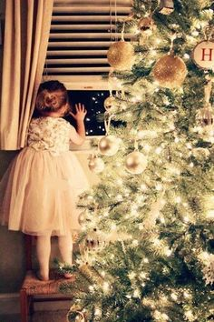 Christmas magic ~ waiting for Santa Merry Little Christmas, Christmas Is Coming, Christmas And New Year, All Things Christmas, Winter Christmas, Christmas Home, Vintage Christmas, Christmas Morning, The Night Before Christmas