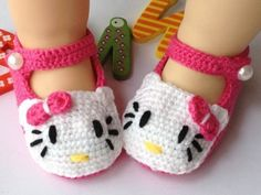 40+ Adorable and FREE Crochet Baby Booties Patterns --> Hello Kitty Crochet Slippers