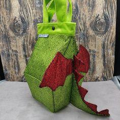 Draak Birdhouse Bag, Vogelhuis Breitas / projecttas, voor breiwerk, haakwerk etc by FiberRachel on Etsy Shiny Fabric, Yarn Bowl, Knitted Bags, Knit Or Crochet, Birdhouse, Bag Sale, My Bags, My Design, At Least