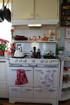 Vintage stove/oven.  So cute!  But I think I'll stick with my nice new one that doesn't have pilot lights that can go out on me...