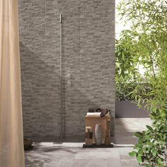 #Doccia #outdoor realizzata con FOSSIL stone #abkemozioni Blend mix Light Grey 30x60 cm. #ceramic #tiles #shower #gres #porcellanato #decor