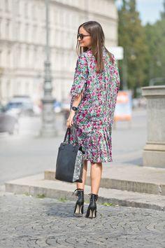 115 02-2015, burda style, Schnittmuster zum Download. Weites, gerade geschnittenes Hemdblusenkleid mit Nahttaschen. Foto: Bodo Rickassel