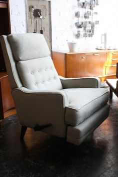Danish recliner.  My grandparents had one of these.  Love it.
