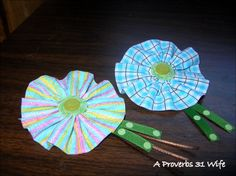 These adorable little bows are crazy easy to make. You can easily create several in an hours time.  #girl #hair #bows #crafts