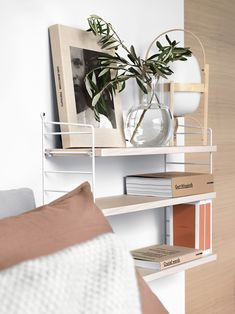 Contemporary Home Decor pin styling 6778388275 to think about for that wonderful room decor. Home Decor Styles, Home Decor Accessories, Interior, Cheap Home Decor, Home Decor, House Interior, Contemporary Home Decor, Shelves In Bedroom, Home Interior Design