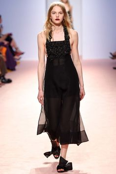 No. 21 Spring 2015 Ready-to-Wear Fashion Show - Grace Plowden