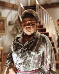Zelda Rubinstein as 'Tangina Barrons' in Poltergeist (1982)