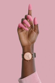 Nana Walnussholz Holzuhr) - Nana wooden watch with a walnut wood case // rosegold dial // painted finger tips // all pink every - Hand Photography, Watches Photography, Jewelry Photography, Creative Photography, Fashion Photography, Hand Fotografie, Pink Backdrop, Mode Rose, Hand Reference