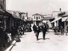 80 priceless photos of Crete Greece Pictures, Old Pictures, Old Photos, Vintage Photos, Greece Photography, Heraklion, Old Maps, Santorini, The Past