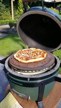 Pizza uit de minimax BIG GREEN EGG