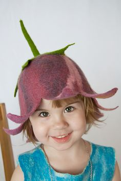 Love this, very sweet ~ Felted hat. Nuno Felting, Needle Felting, Flower Costume, Diy Hat, Flower Hats, Felt Hat, Kids Hats, Girl With Hat, Hat Making