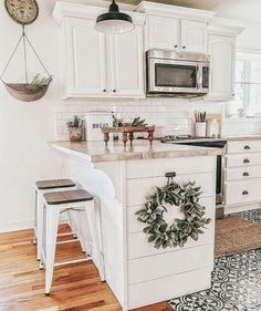 50 Christmas Kitchen Design Ideas & Decor for holiday to get inspiration. Check this awesome cozy decor ideas you could use on your home. Farmhouse Kitchen Diy, Modern Farmhouse Kitchens, Kitchen Redo, Home Decor Kitchen, Home Kitchens, Kitchen Remodel, Farmhouse Decor, Decor For Kitchen Island, Farm Style Kitchen Cabinets