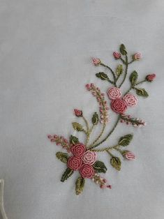 Embroidery Designs Running Stitch + Embroidery Stitches Designs to Embroidery Floss Patterns, Embroidery Patterns Cute Brazilian Embroidery Stitches, Hand Embroidery Videos, Hand Embroidery Flowers, Hand Work Embroidery, Silk Ribbon Embroidery, Embroidery Techniques, Embroidered Flowers, Embroidered Jacket, Floral Embroidery Patterns