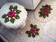 Begginer Crochet - Most popular and and Crochet Kitchen, Crochet Home, Diy Crochet, Crochet Crafts, Crochet Doilies, Crochet Flowers, Crochet Projects, Bathroom Crafts, Bathroom Sets