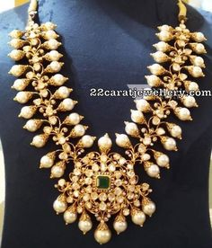 Polki Necklace with Pearls by Vaibhav Jewellers Indian Jewelry Sets, Indian Wedding Jewelry, Bridal Jewelry, Indian Bridal, Beaded Necklace Patterns, Jewelry Patterns, Necklace Designs, Pearl Jewelry, Gold Jewelry