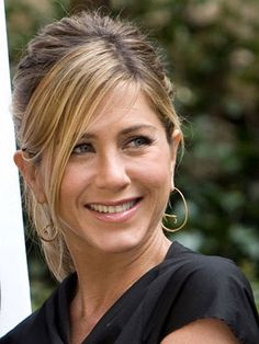Jennifer Aniston has never been fussy with her hair—nor have I. Neither of us is big on stiff updos; maybe that& why we& worked well together for so many years. These are some of my favorite recent looks. Jeniffer Aniston, Jennifer Aniston Pictures, Jennifer Aniston Style, Jennifer Aniston Hair Friends, John Aniston, Beautiful Celebrities, Easy Hairstyles, Her Hair, Angeles
