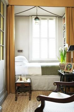 Amazing-Small Bedroom-Decor-Ideas Do you have a small bedroom? Then this is the perfect ideas for you. Great ideas for usefulness Small Bedroom Decor. Cozy Small Bedrooms, Small Rooms, Small Spaces, Narrow Bedroom Ideas, Spare Room Ideas Small, Long Narrow Bedroom, Small Bedroom Inspiration, Very Small Bedroom, Narrow Rooms
