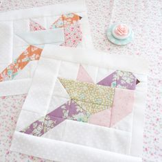 New Small Quilting Projects Scrap Fabric Squares 26 Ideas Easy Hand Quilting, Hand Quilting Patterns, Easy Quilts, Mini Quilts, Quilting Projects, Patchwork Patterns, Hexagon Quilt, Square Quilt, Bird Quilt Blocks
