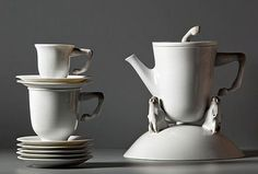 If you have a penchant for all things that are unique, then this collection of exquisite porcelain tableware with quirky horse head and hoof detailing certainly belongs in your china collection. Created by Bodo Sperlein for Lladró, the Ascot tableware. Porcelain Jewelry, Porcelain Ceramics, Ceramic Plates, China Porcelain, Painted Porcelain, Dining Ware, Tea Art, Tea Service, Coffee Set