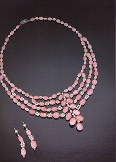 Conch Pearls, Pink pearl necklace and earrings belonging to the royal family of England, circa 1800-1890. The pink pearls are alternated individually with a cluster of white natural oyster pearls.