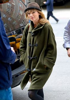 They're #JustLikeUs! Taylor Swift bundles up in NYC!